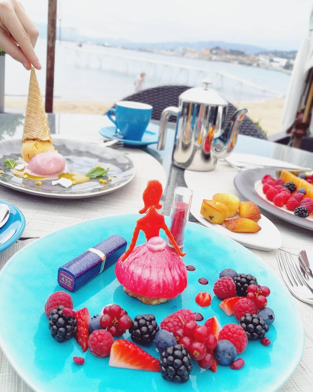 What a cute idea! Au feminin LOreal dessert with twohellip